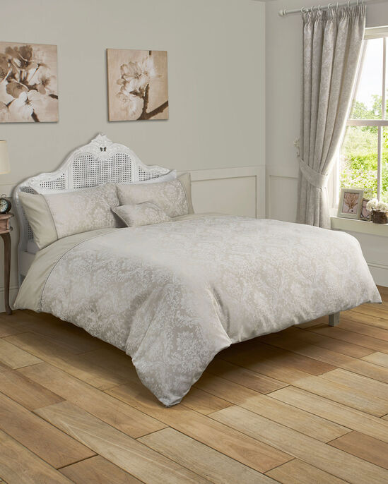 Versaille Duvet Set