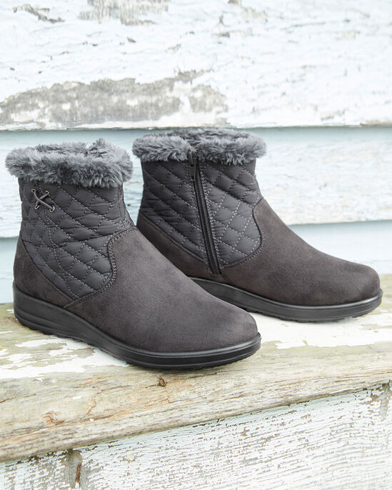 Quilted Snug Boots